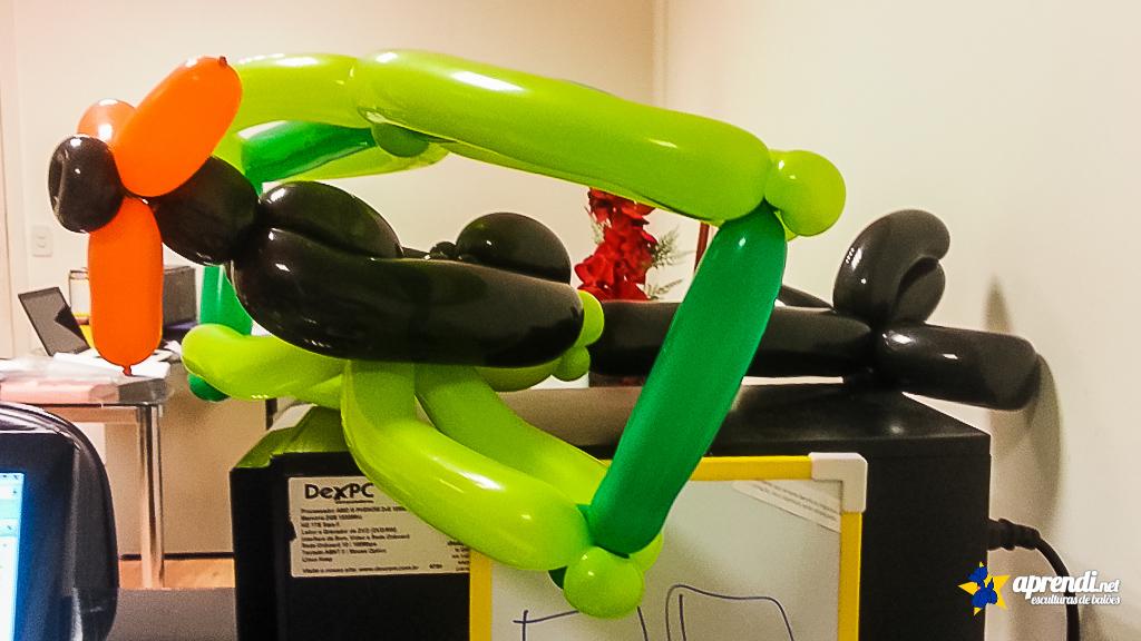 Detalhes da Escultura de balão do Avião Biplano