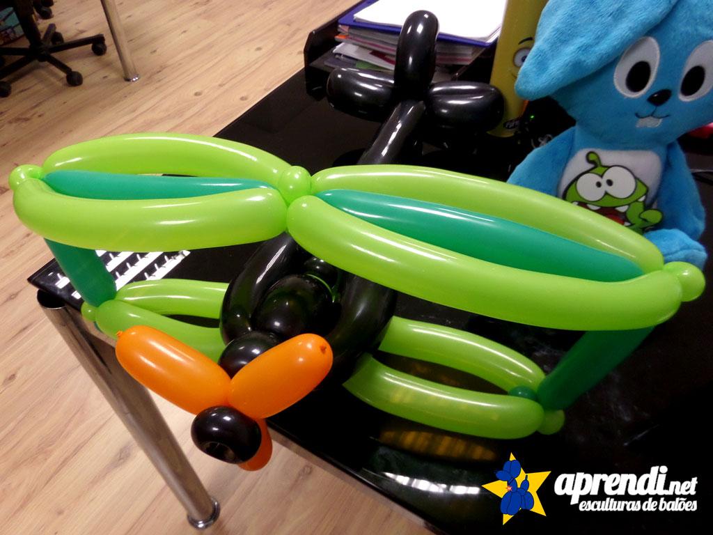 apreindi-net-esculturas-baloes-aviao-biplano-09
