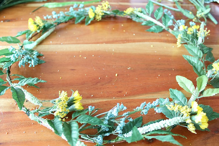 DIY (faux) Wildlfower Wreath - blue flowers added