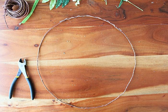 DIY (faux) Wildflower Wreath - form wreath