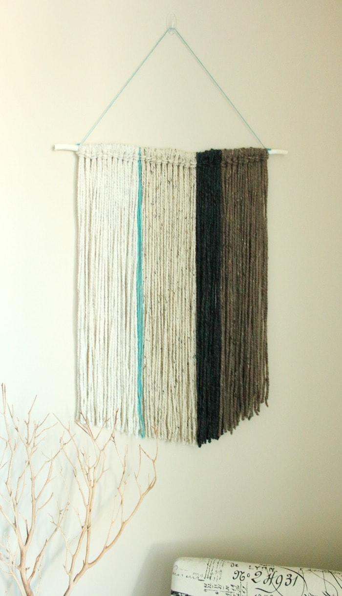 Diy yarn wall hanging a pretty fix for Yarn wall hanging