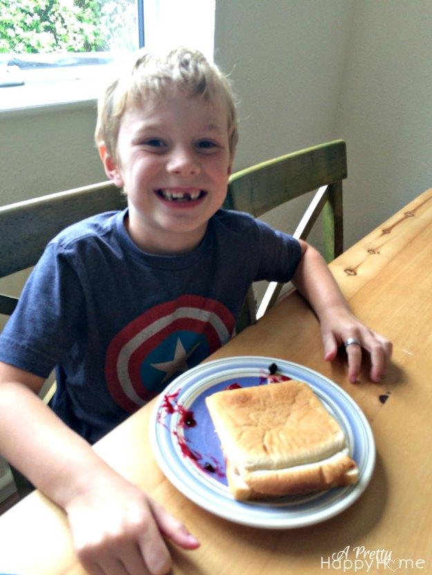 child-making-sandwich