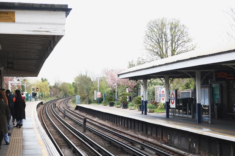 London, Kew Gardens Underground Station