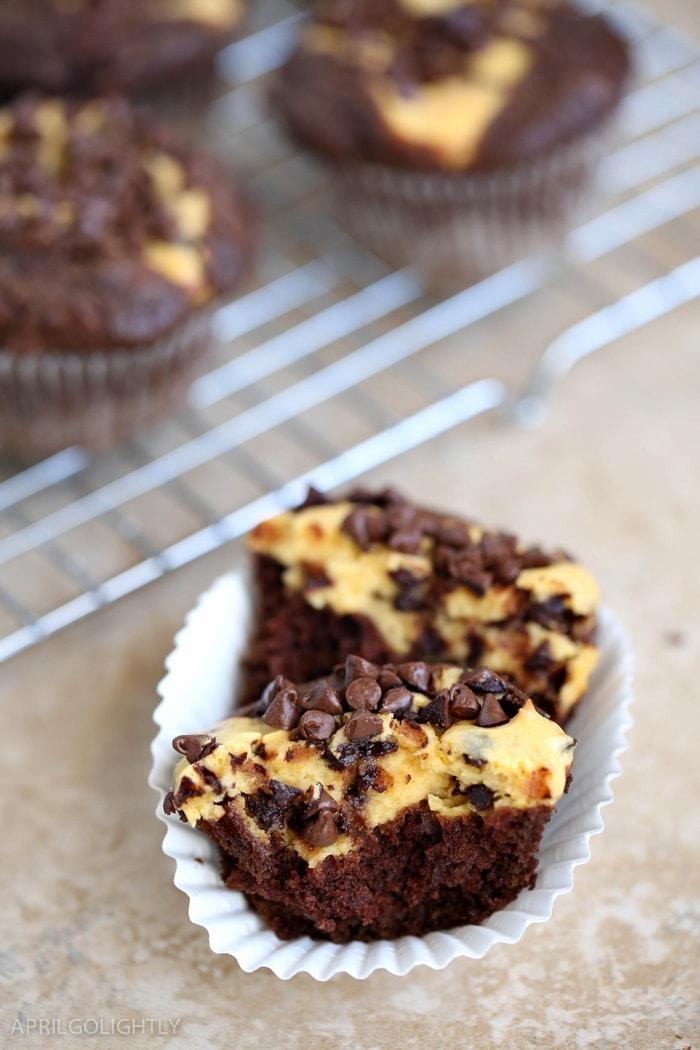 pumpkin-chocolate-cheesecake-muffins-11