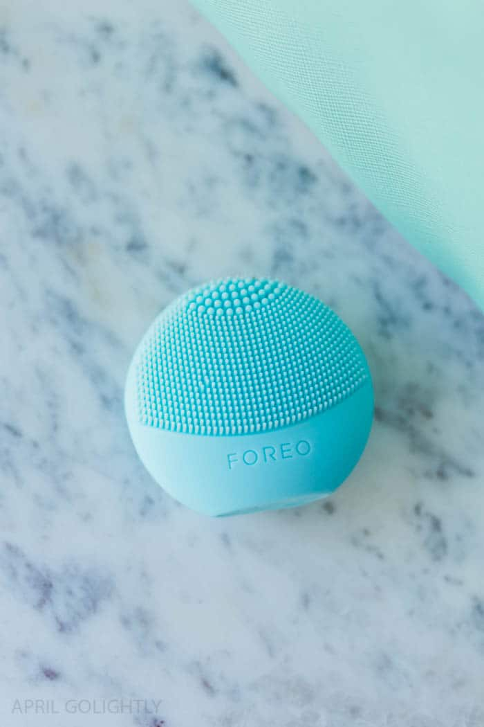 Sephora Favorites Refresh, Set, Glow Kit is sold exclusively at JCPenney with a Mini Foreo Luna Play which is a sonic cleansing device and Origins GinZing Moisturizer, & more