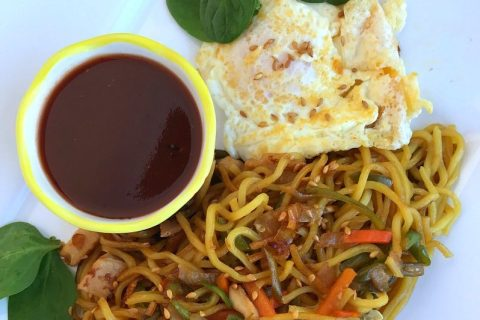 Yakisoba Noodles, Fried Egg with Spicy Dipping Sauce in 15 Minutes