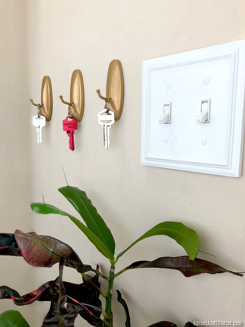 DIY Key Holder | How to Organize Your Keys in a Small Foyer