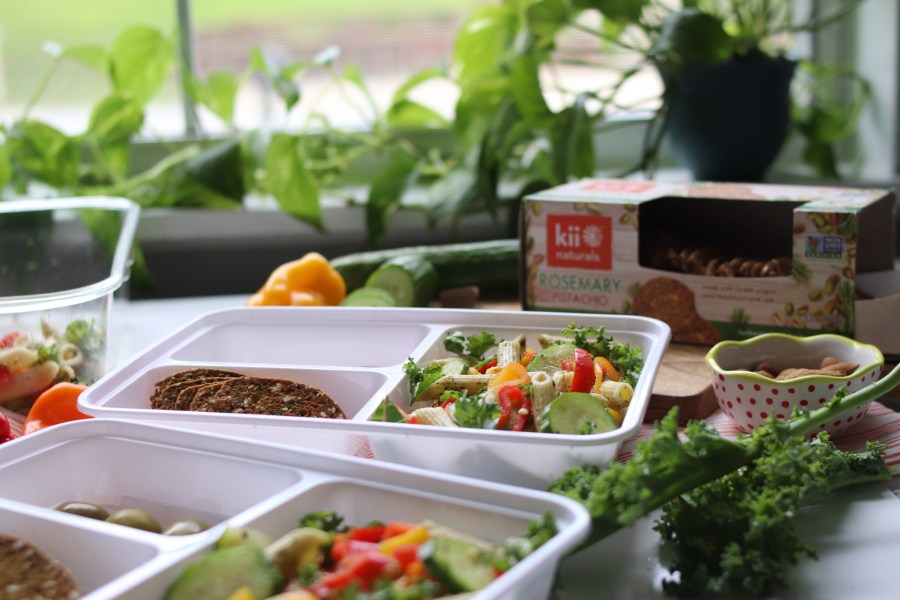 Lunch packing tips + Garden Pasta Salad with Avocado Ranch Dressing
