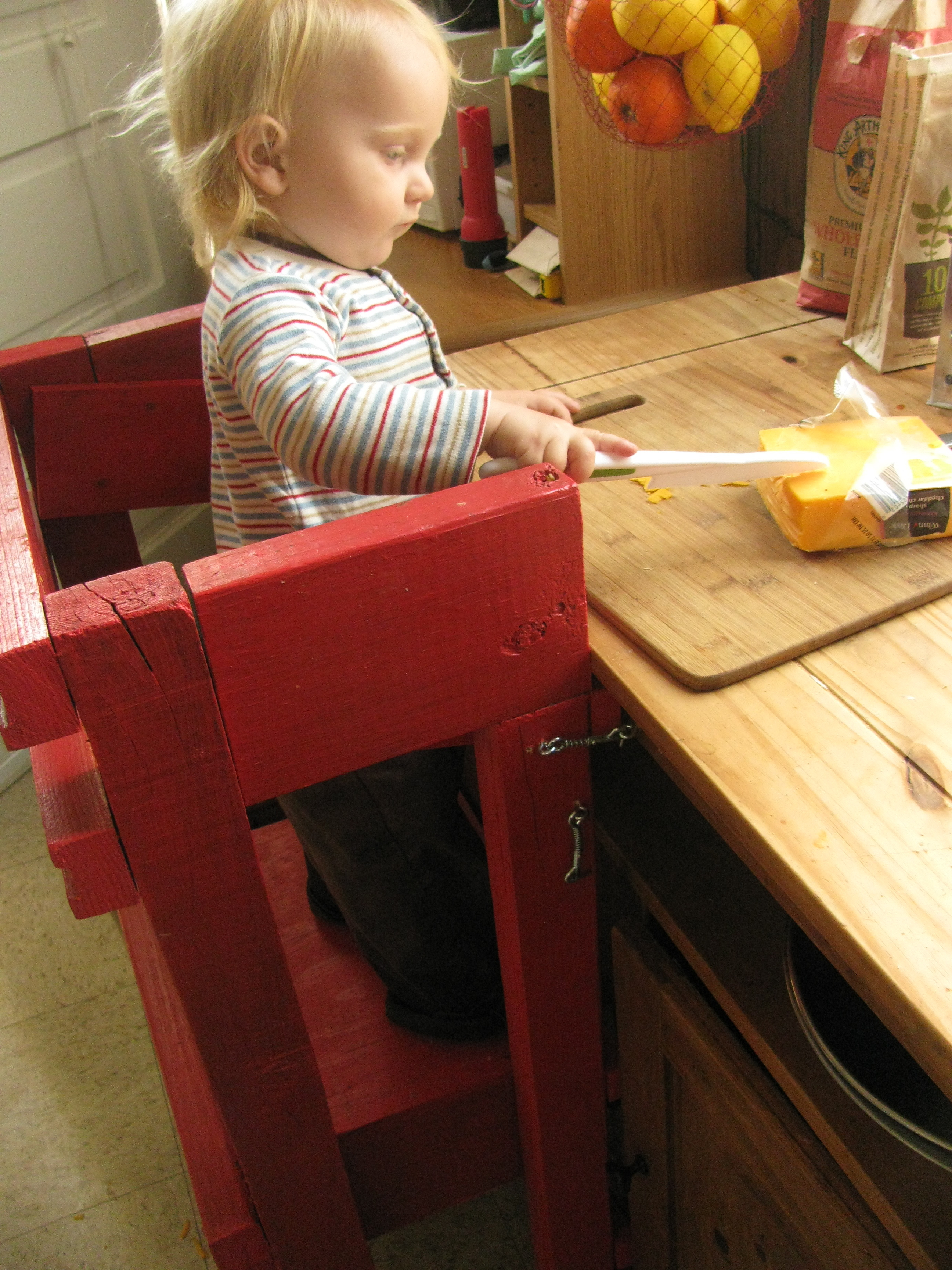 Kitchen Helper Stool PlansBlame Crayons DIY Learning