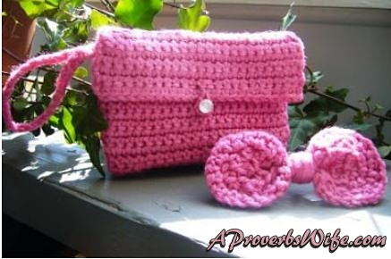Crochet Wristlet and Hair Bow | AProverbsWife.com