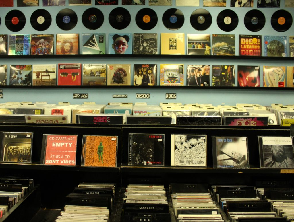 Vinyls And Store Cds Music