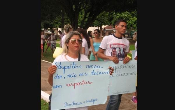 Mulher de Aldeney, Celia, também estava na manifestação (Foto: Alceu Castilho)