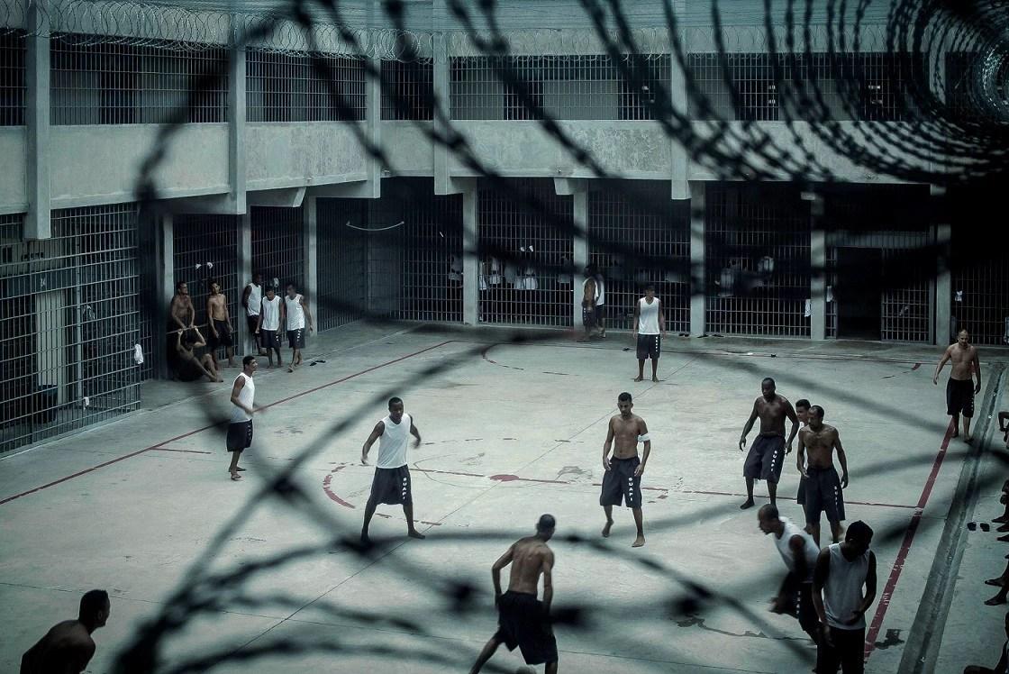 """""""Quanto mais presos, maior o lucro"""": uma das quatro matérias financiadas coletivamente, através do projeto Reportagem Pública, que foram premiadas. Foto: Peu Robles"""