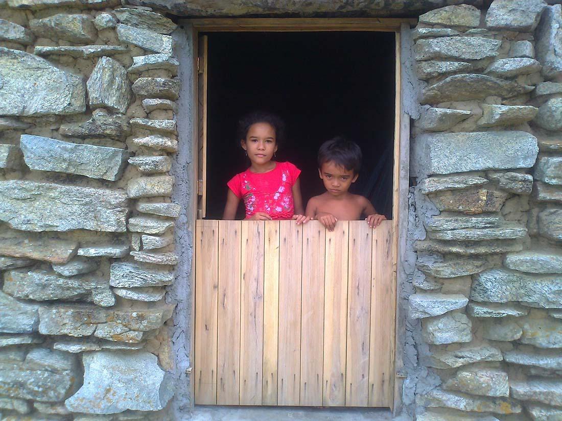 Dez das crianças mais novas da região estudam na escola municipal de Cafundó. (Foto: Jonathas Oliveira)