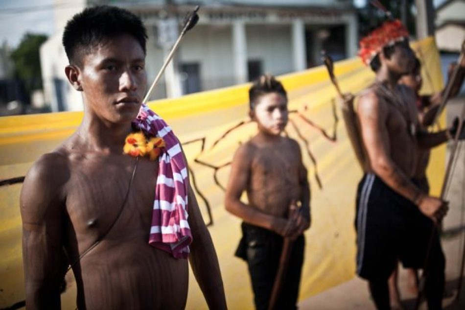 Indígena Munduruku em frente à Funai em Itaituba. Foto: Marcio Isensee e Sá