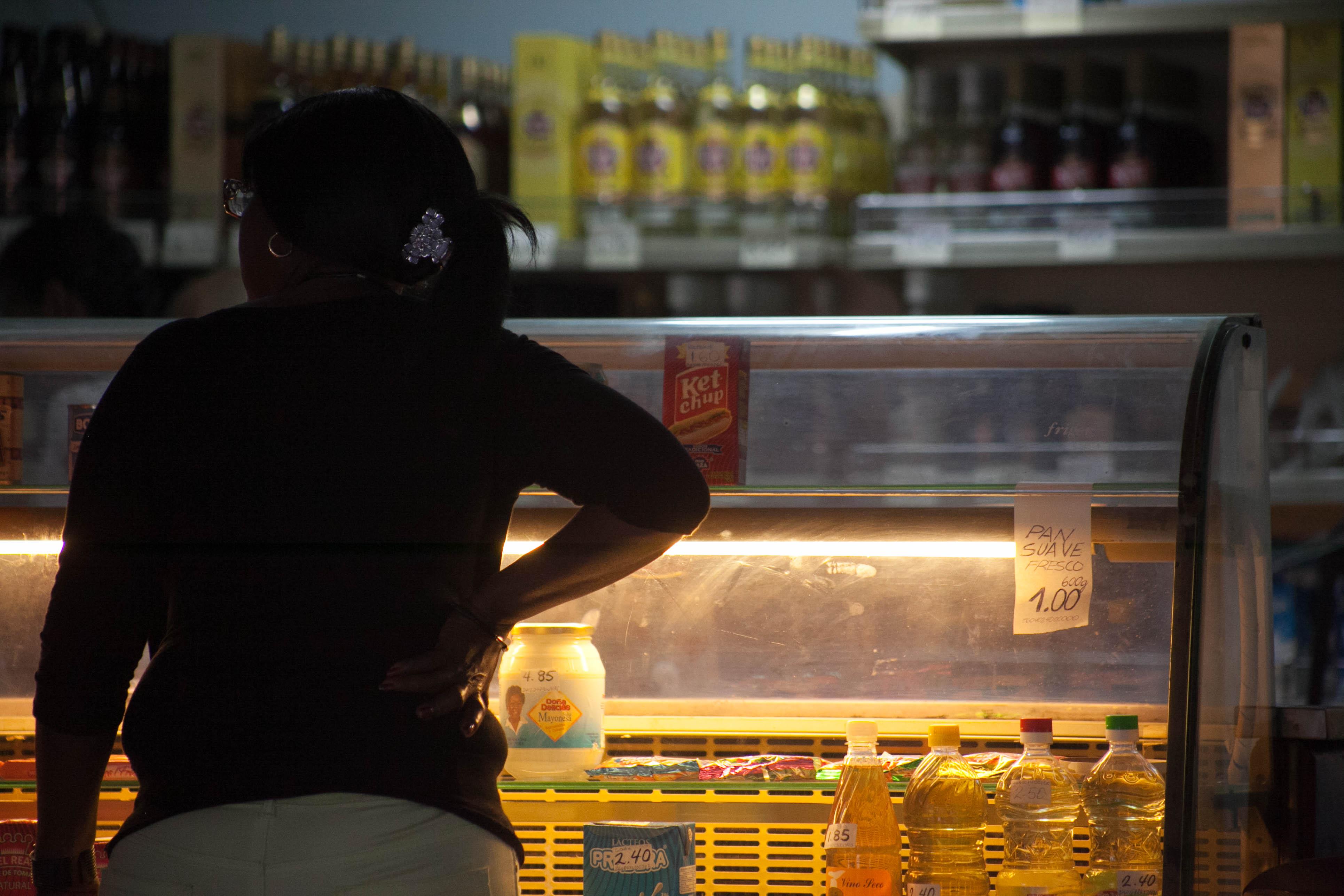Todas as vitrines parecem vazias aos nossos olhos capitalistas – das tiendas aos bares. Foto: Veruscka Girio