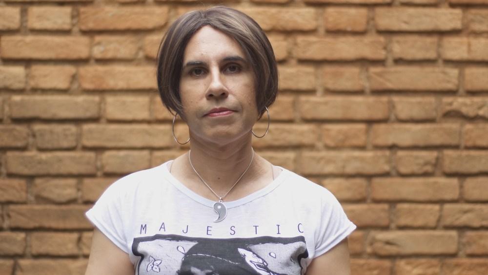 Camila Godoi, professora há 20 anos, foi demitida de duas escolas esse ano após comunicá-las sobre sua identidade trans. Foto: Bruno Vergueiro/Galeria Filmes