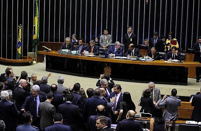 Plenário da Câmara, em sessão na quinta-feira (3); na segunda, deputados vão definir a comissão especial do impeachment