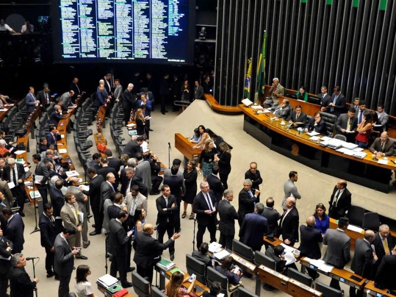 Sessão extraordinária da Câmara dos Deputados no dia 15 de dezembro