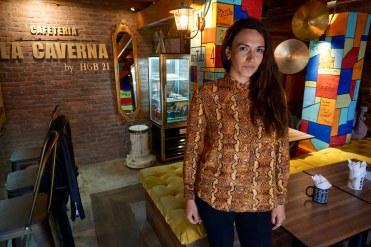 Paloma Alvarado, La Caverna Cafetería.