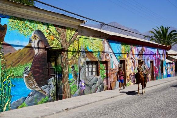 Mural en calle principal de Paihuano