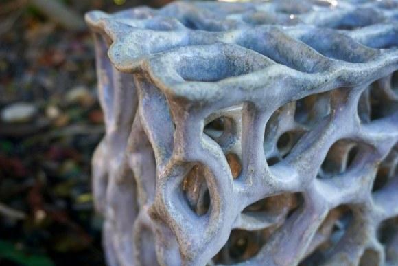 Escultura abstracta biomórfica