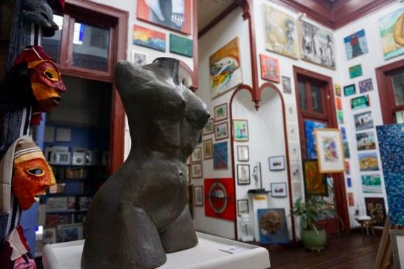 Torso Piel Morena en Galería La Escala
