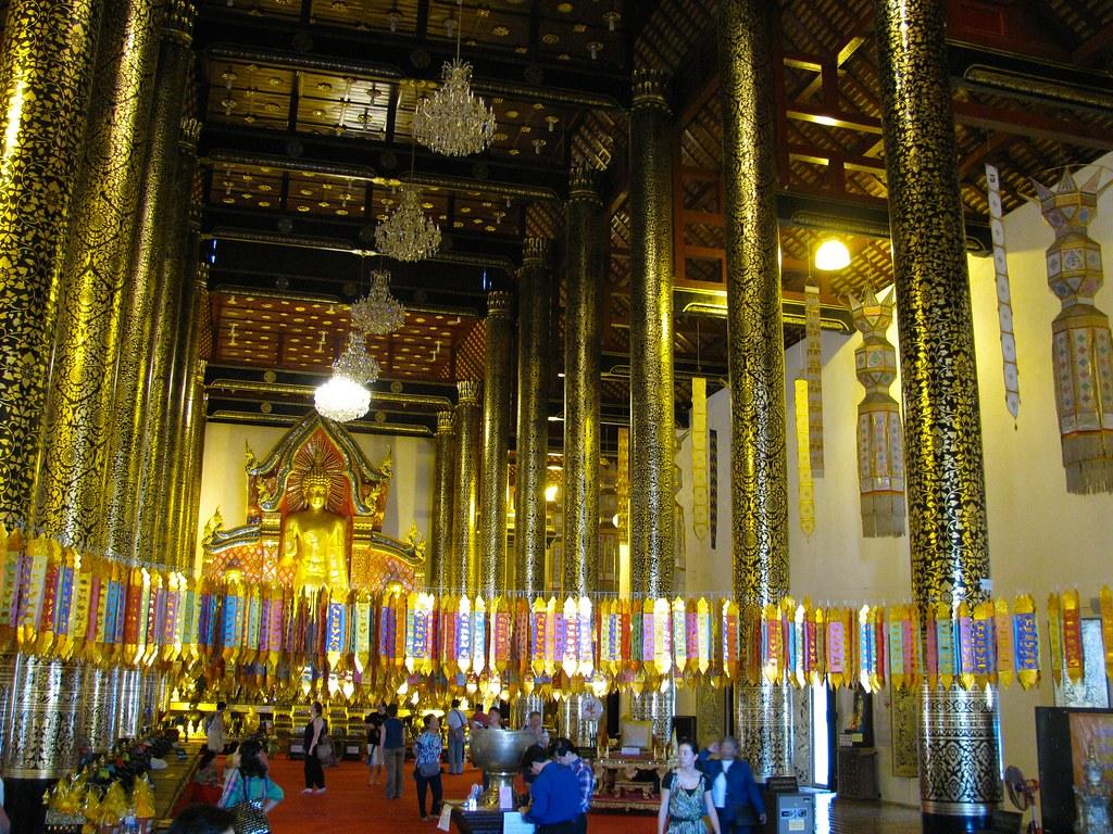 Interior de Wat Chedi Luang