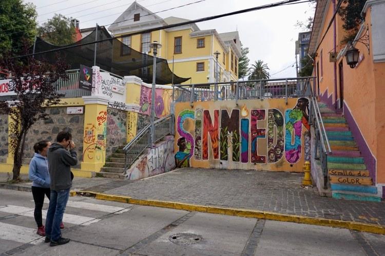 Sin Miedo, mural de Cuellimangui, Manuel González y Mataka en calle Lautaro Rosas del cerro Alegre