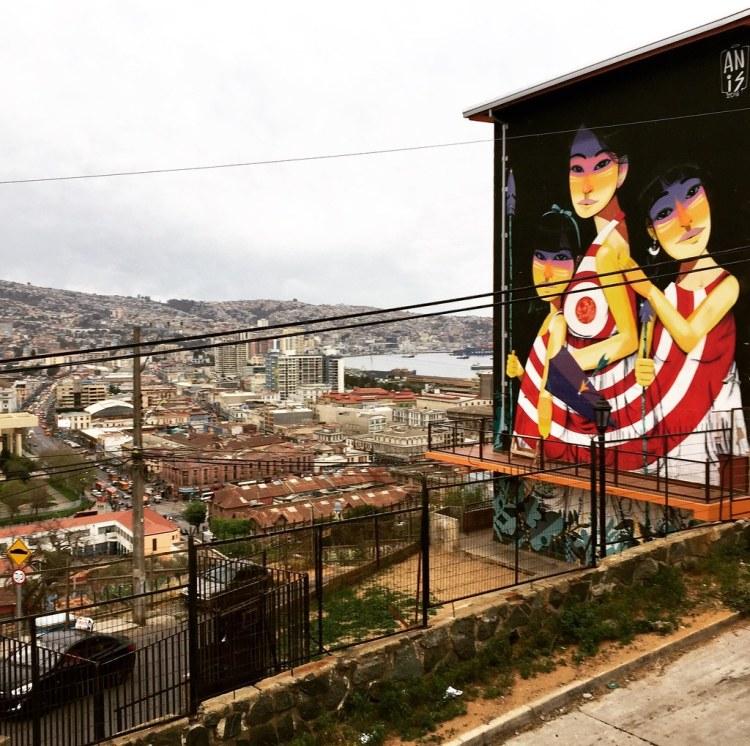 Mural de Anais para Valparaíso en Colores en cerro Larraín