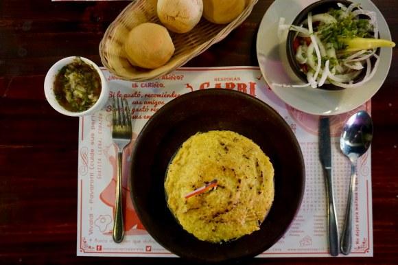 Pastel de choclo y ensalada a la chilena en Restorán Capri