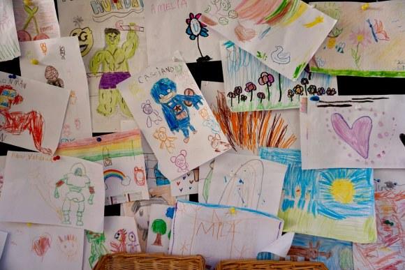 Dibujos elaborados por niños y niñas que asisten al restaurant