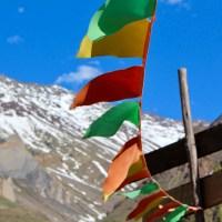 Banderas de colores en el Cajón del Maipo