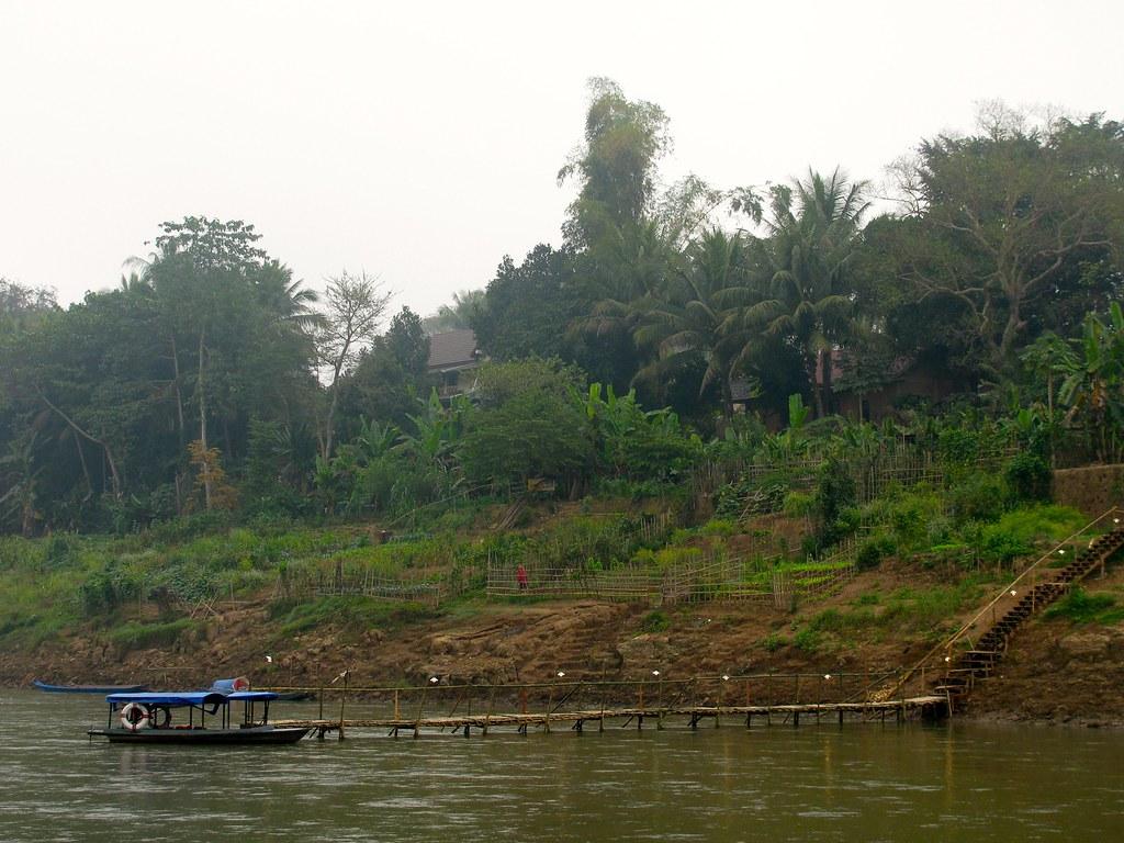 Barca en río Nam Kham