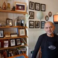 """Luis Bastías, dueño del Café República de Playa Ancha: """"Si estoy aquí es porque tengo esperanza"""""""