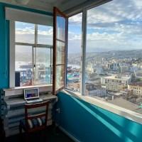 Los colores de Valparaíso viven en The Yellow House