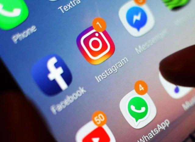 Fitur like social media