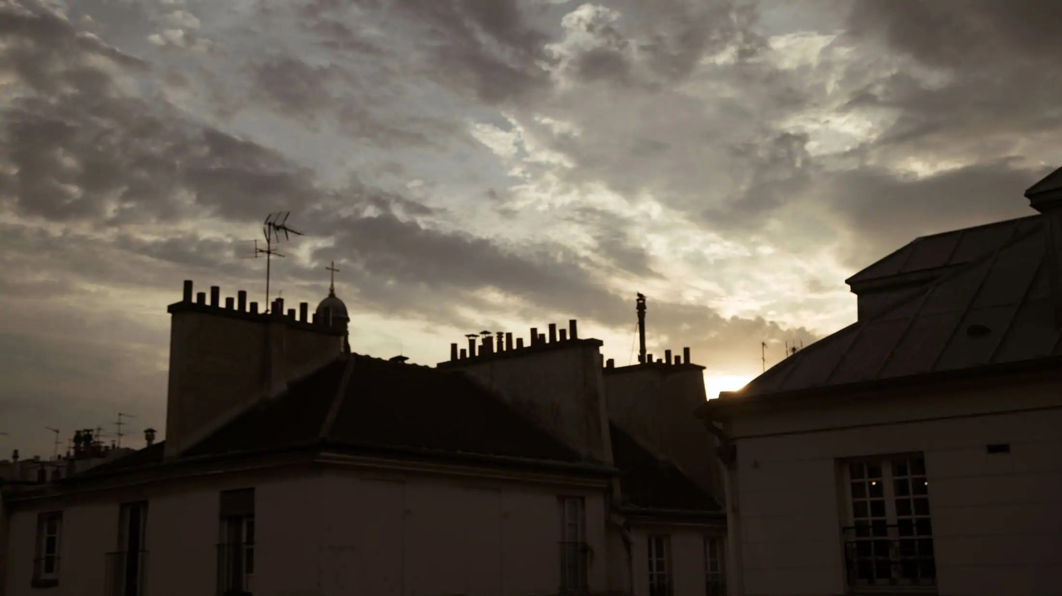 "Still from the video ""Paris Re-Tale"" produced by APZmedia for Pixartprinting"
