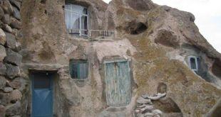 مدن مبنية داخل الصخور