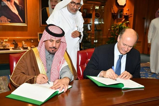 وزير الحرس الوطني يوقع اتفاقية لإستكمال مشروع إسكان خشم العان