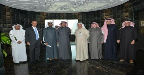 وزير الإسكان يبحث سبل التعاون بين الوزارة ومجموعة سامبا