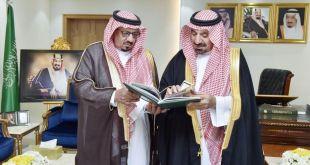 الأمير جلوي بن عبدالعزيز بن مساعد أمير منطقة نجران مع محافظ يدمة