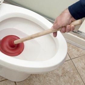 Ce trebuie să faceți dacă toaleta înfundată: o revizuire a metodelor