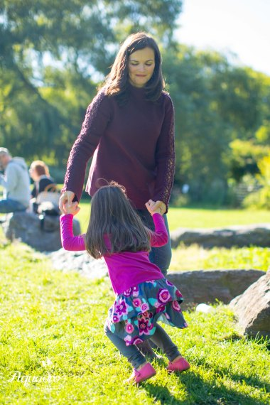 dancing, mom and daughter, mother, daughter, central park, nyc, great lawn, turtle pond