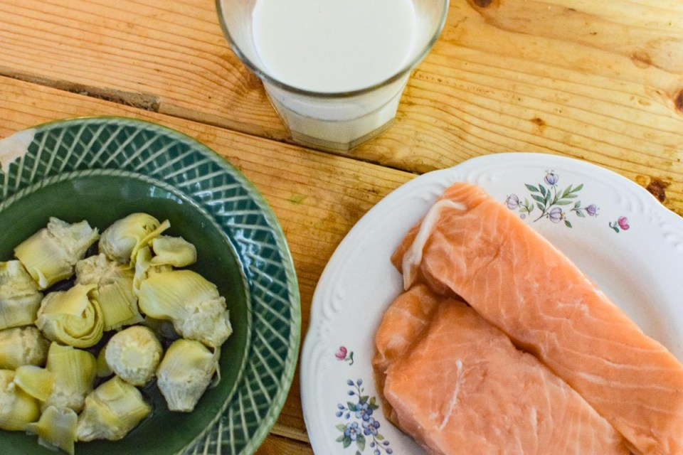 ingredients to make salmon with artichoke sauce