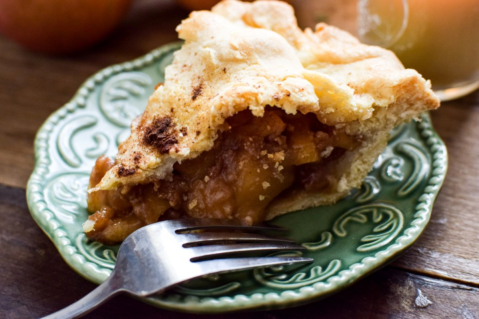 old fashioned apple pie on a plate