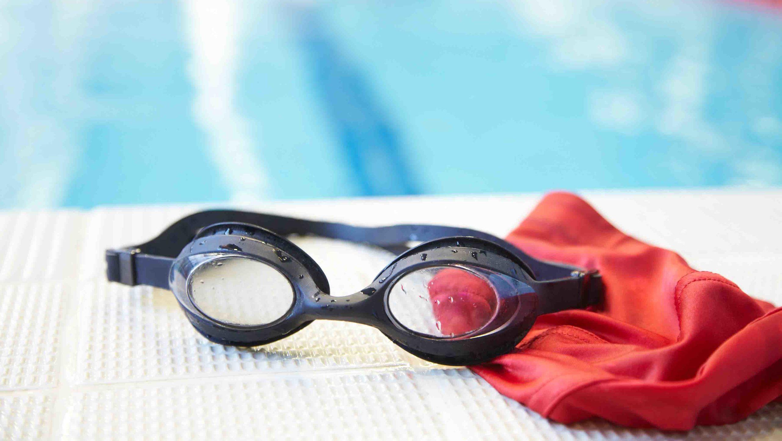 Apprendre à nager:Mettre la tête sous l'eau avec et sans lunettes de piscine.