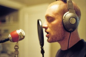 622x414xMan-with-headphones-at-Mic-800-622x414.jpg.pagespeed.ic.SfUvlcW3yQ