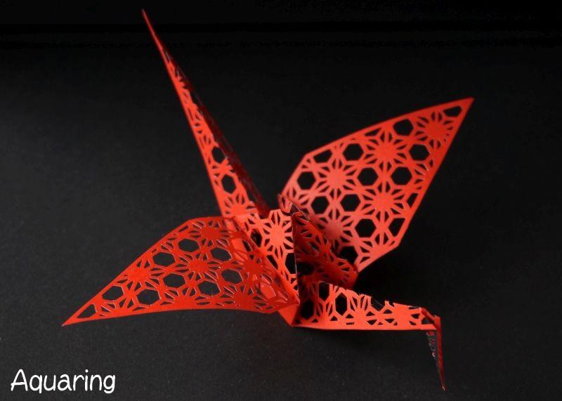 鶴の切り絵折り紙