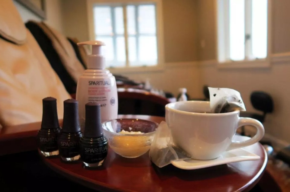 Tea with your AQUA Spa Pedicure